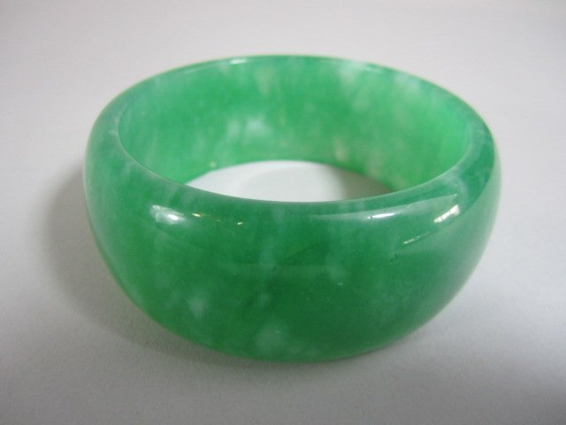 A72-28  CHINESE GREEN JADE BANGLE BRACELET