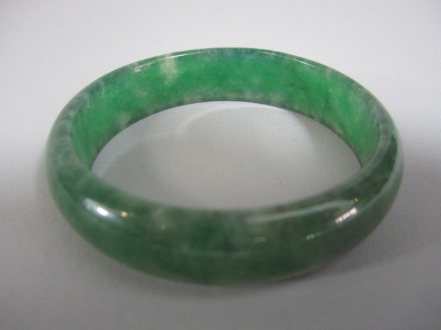 A72-31  CHINESE APPLE GREEN JADE BANGLE BRACELET