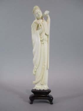 A88-22  CHINESE IVORY LADY WITH VASE