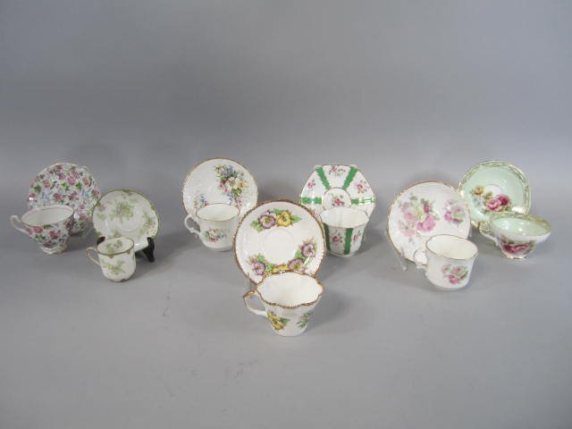 D15-1  COLLECTION OF CUPS & SAUCER SETS