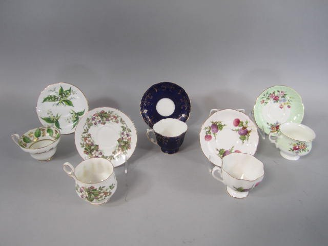 D15-2  COLLECTION OF CUPS & SAUCER SETS