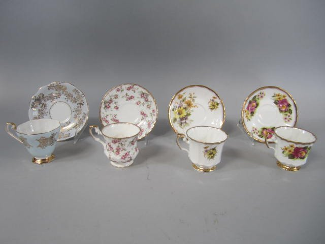 D15-4  COLLECTION OF CUPS & SAUCER SETS