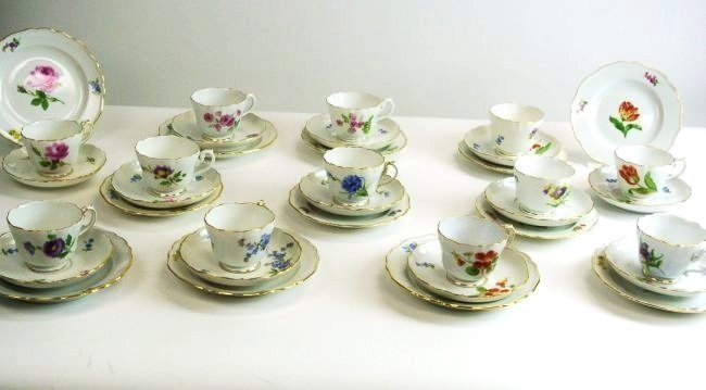SET OF 12 MEISSEN CUP & SAUCERS & PLATES