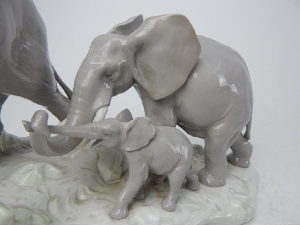 "J93-3  LLADRO ""ELEPHANTS WALKING"" FIGURINE - 3"