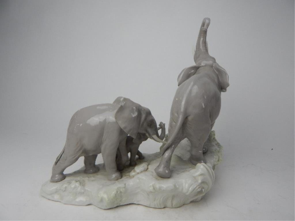 "J93-3  LLADRO ""ELEPHANTS WALKING"" FIGURINE - 4"
