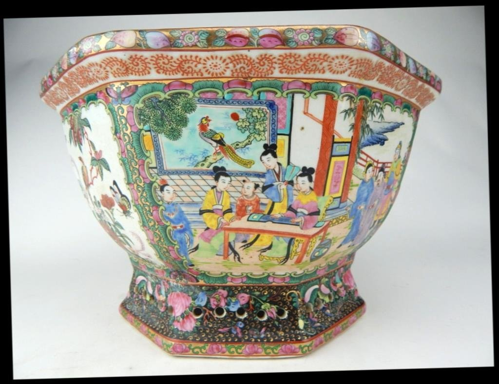 A1-15  CHINESE PORCELAIN JARDINIERE