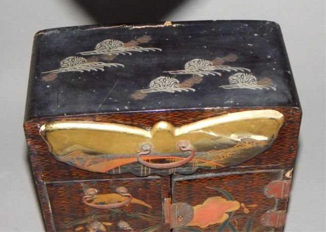 Japanese Lacquered Meiji Period Table Cabinet - 3
