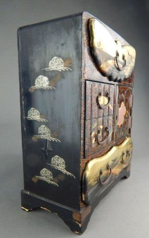 Japanese Lacquered Meiji Period Table Cabinet - 4