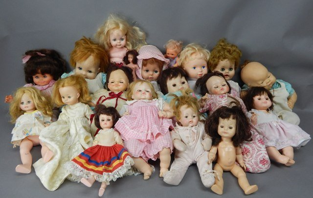Collection of Nineteen Assorted Dolls