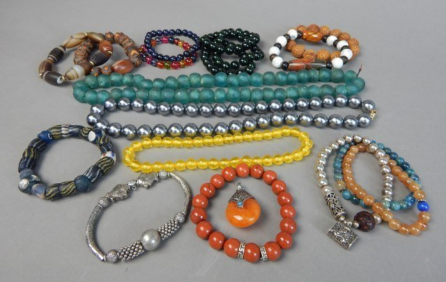 Nineteen Pieces Assorted Chinese Jewelry