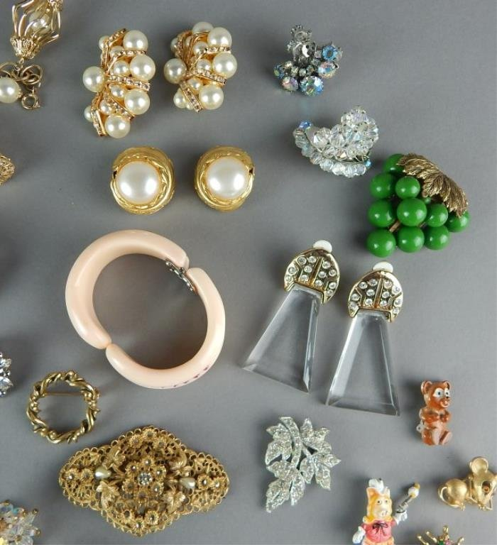 Fifty-Seven Piece Vintage Costume Jewelry - 6