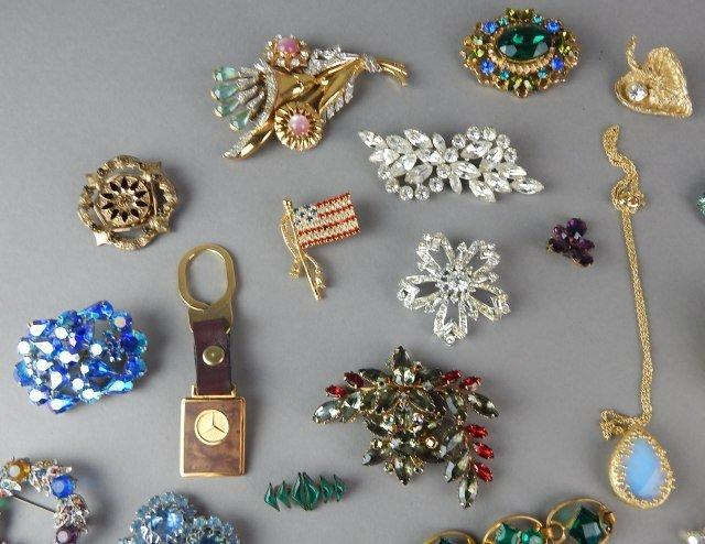 Twenty Nine Piece Vintage Jewelry - 2