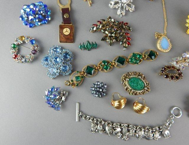 Twenty Nine Piece Vintage Jewelry - 4