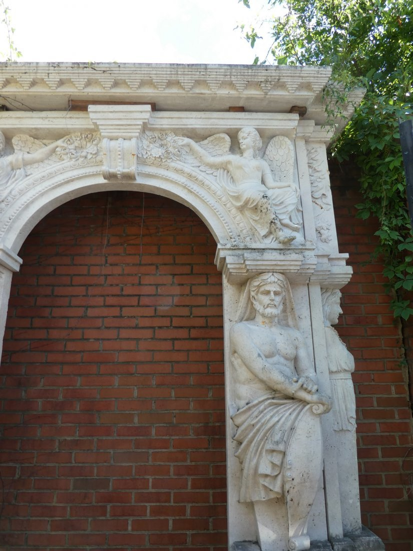 Carved sandstone arch with Atlas & caryatids - 3