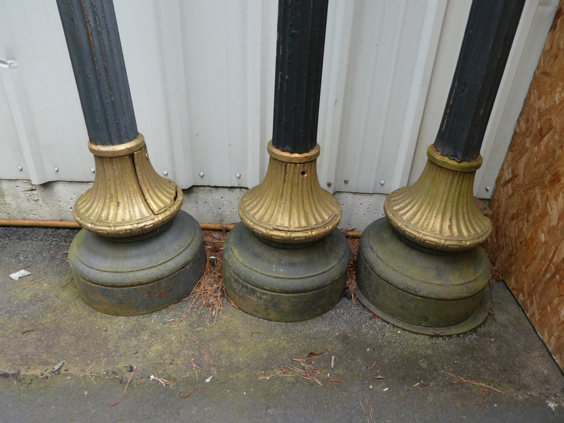 Lot of 3 French cast iron single head streetlights - 2