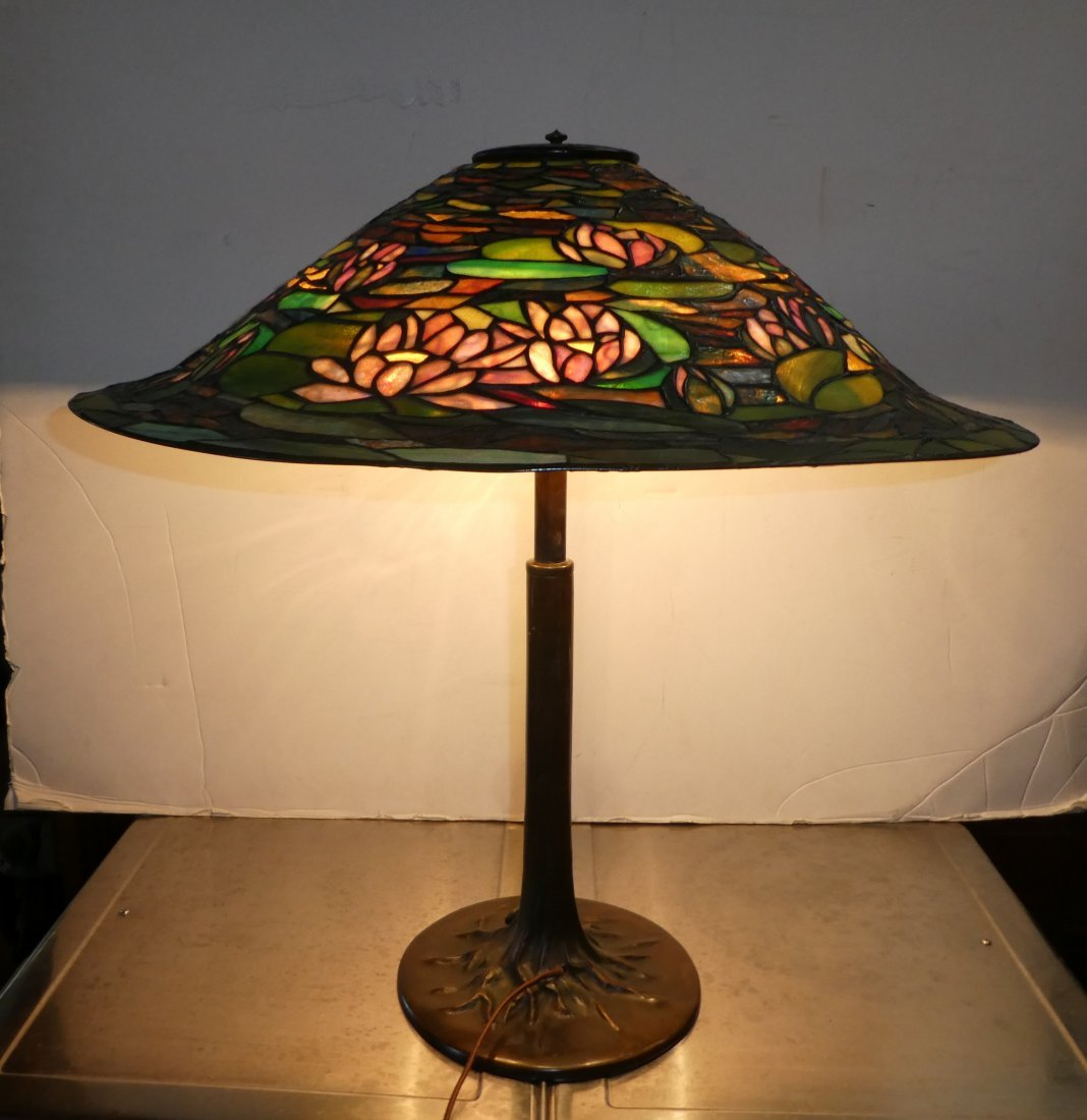 Reed & Barton stained & leaded glass Waterlily lamp