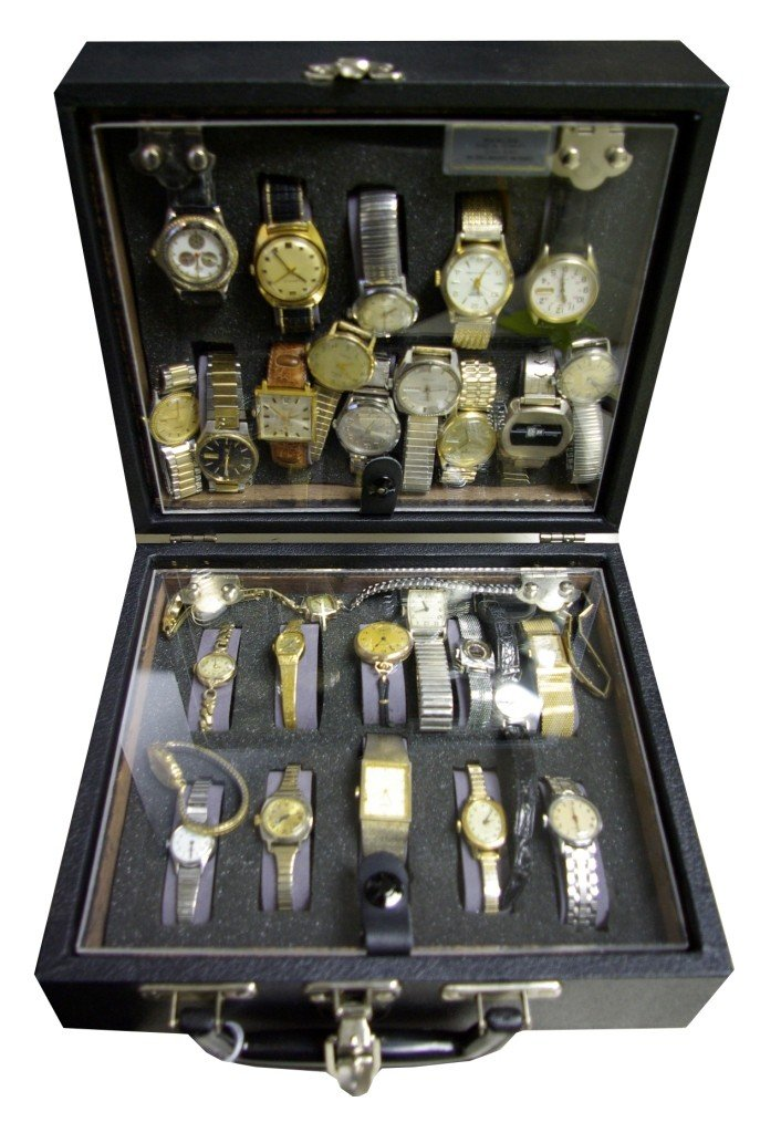 89: LOT OF 30 ASSORTED VINTAGE WATCHES IN TWO SIDED CA