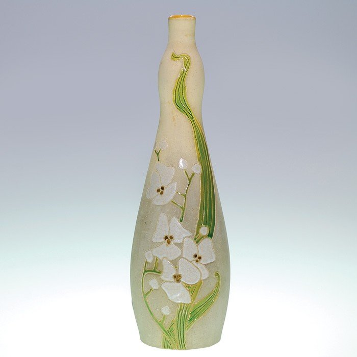 """21: Roseville Fujiyama vase, white flowers, 11 1/2"""""""