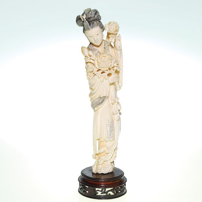 0616: Japanese Ivory stature, young woman, ca 1890