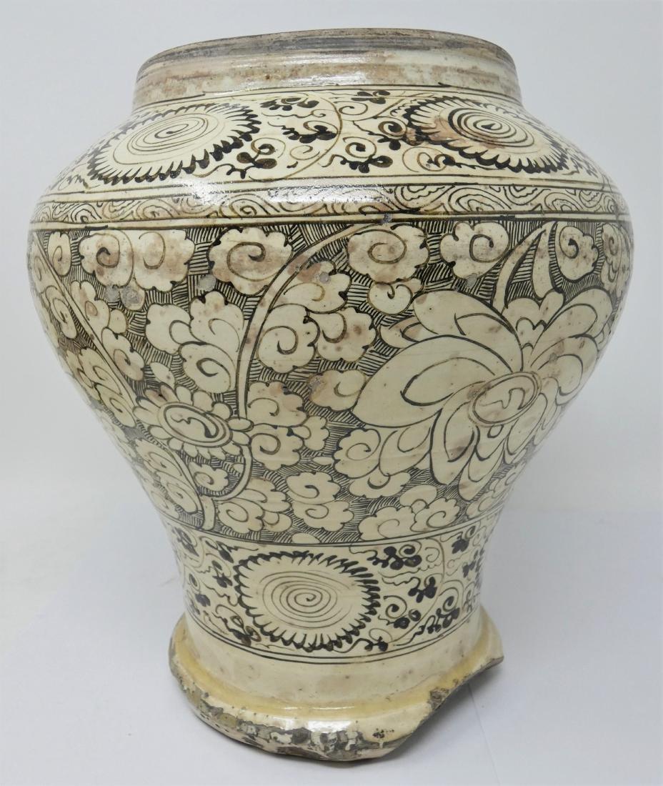 A CHINESE CIZHOU JAR  YUAN DYNASTY (1271-1368) baluster - 9