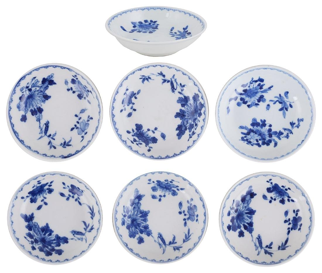 A GROUP OF SEVEN CHINESE BLUE AND WHITE DISHES