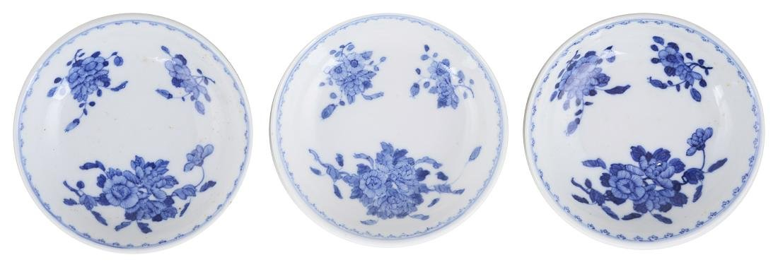 A SET OF THREE CHINESE BLUE AND WHITE SAUCER DISHES