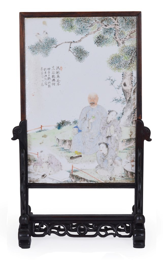 **A CHINESE 'FAMILLE-ROSE' PORCELAIN PLAQUE, QING DYNAS