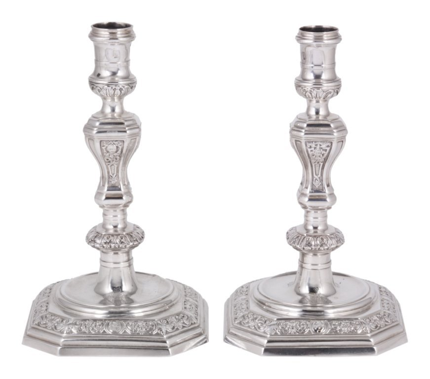 A PAIR OF GEORGE III SILVER CANDLESTICKS, EBENEZER COKE