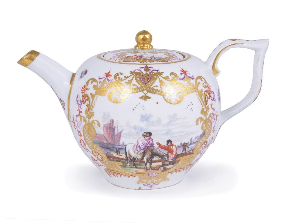 A MEISSEN TEAPOT AND COVER, CIRCA 1735 of 'bullet'