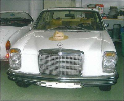 1: Liz Taylor and Richard Burtons wedding car with orig