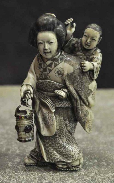 108: Japanese woman with child and lantern, but it stop