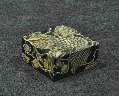 116: Soapstone box with lid, hand-carved motif of beetl