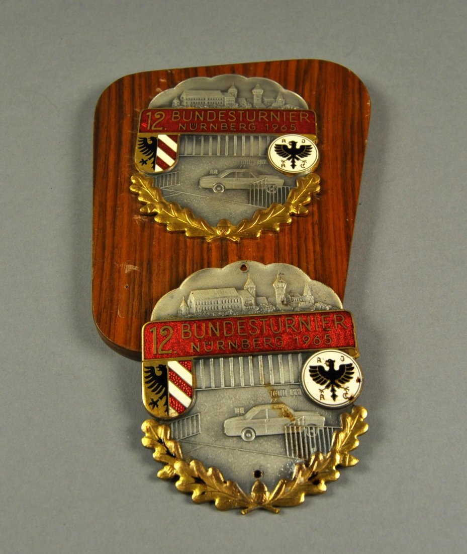 "1: Lot of 2 Badges ""Erinnerungsturnier Nürnberg 1965"""