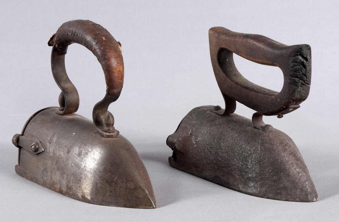 14: 2 irons, antique, iron, very difficult to be filled