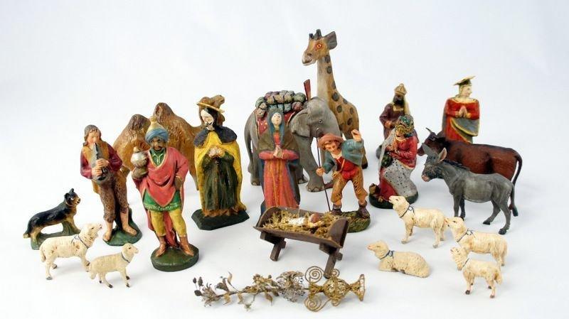 6: Nativities, 21 parts, including 3 figures Oberammerg