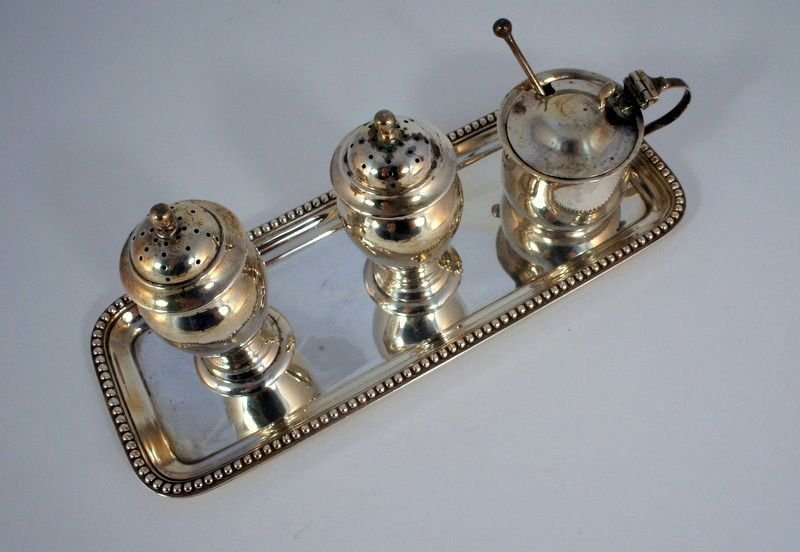 15: Menage on tray, silver 925, cover container with bl