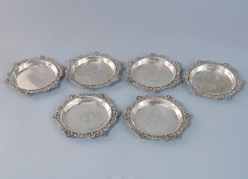 4: Lot of 6 glass coasters, silver with raised relief r