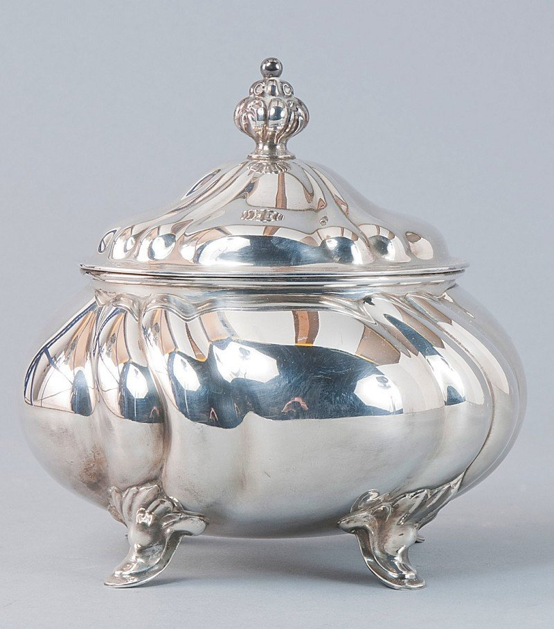 8: Oval pastry- or sugar-serving box, 835'-silver,  bul