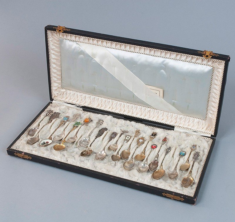 10: Souvenir spoons, 20 pieces, 800'-900'-silver, partl