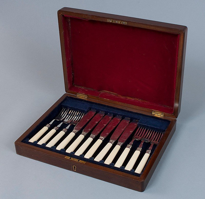 14: Fish cutlery for 6 persons, in original wooden case