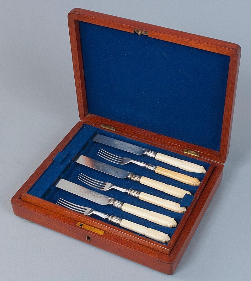 15: Breakfast cutlery for 6 persons (knife / fork), wit