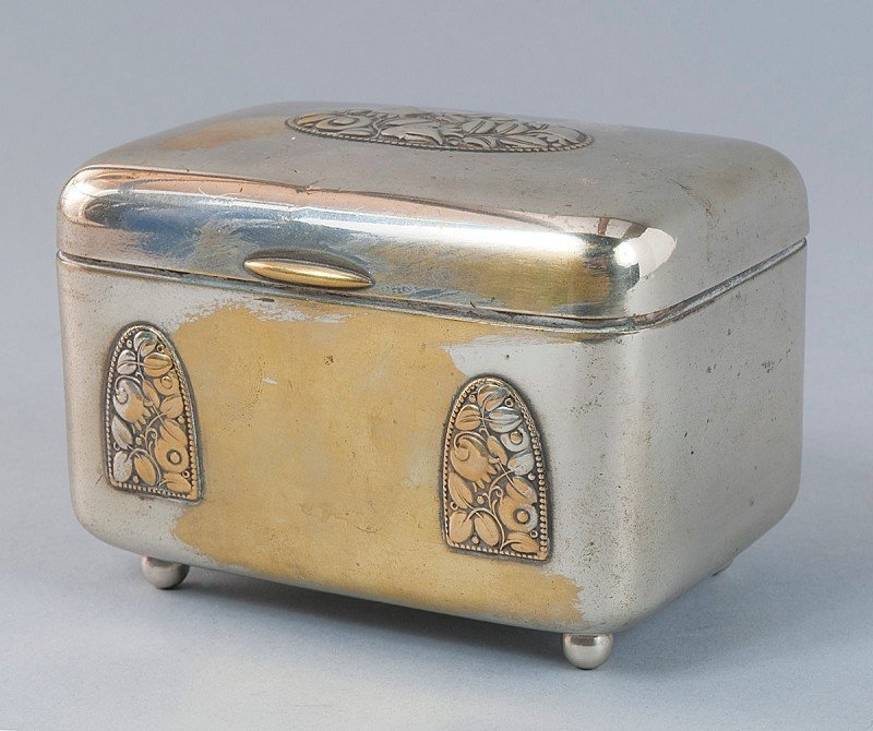 17: Silver box, Art Deco silver box with time-typical p