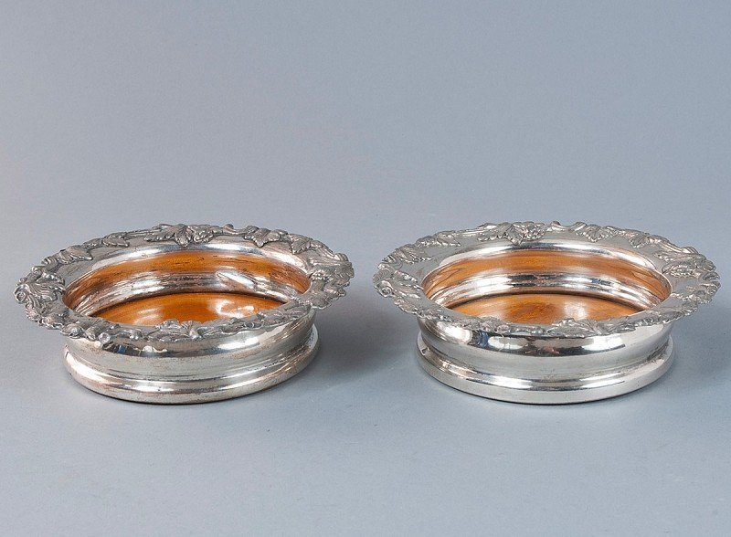 18: Pair of  bottle coasters, silver plated, with woode