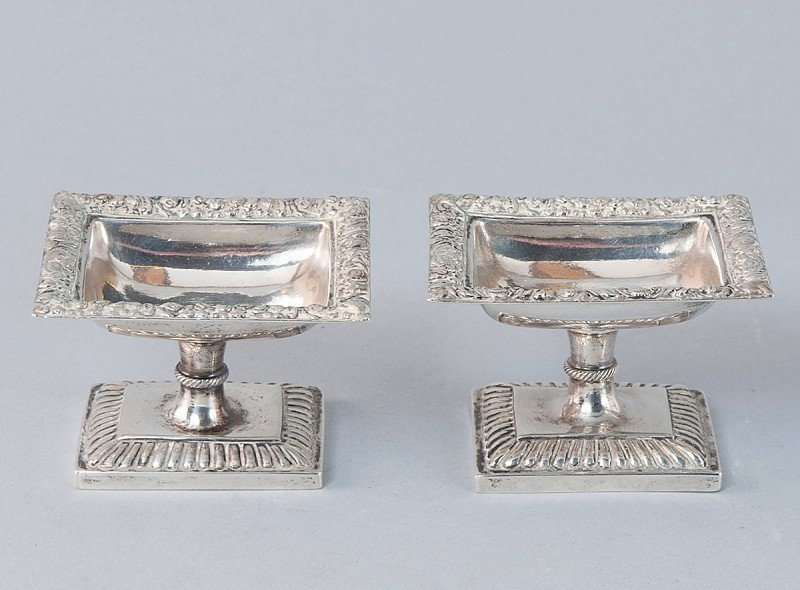 21: Lot of 2 smals bowls, silver, tested, used conditio