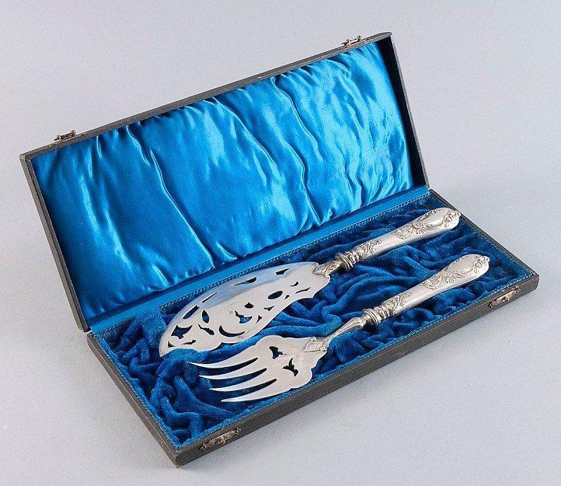 5: Fish Carving Set in velvet lined original case, very