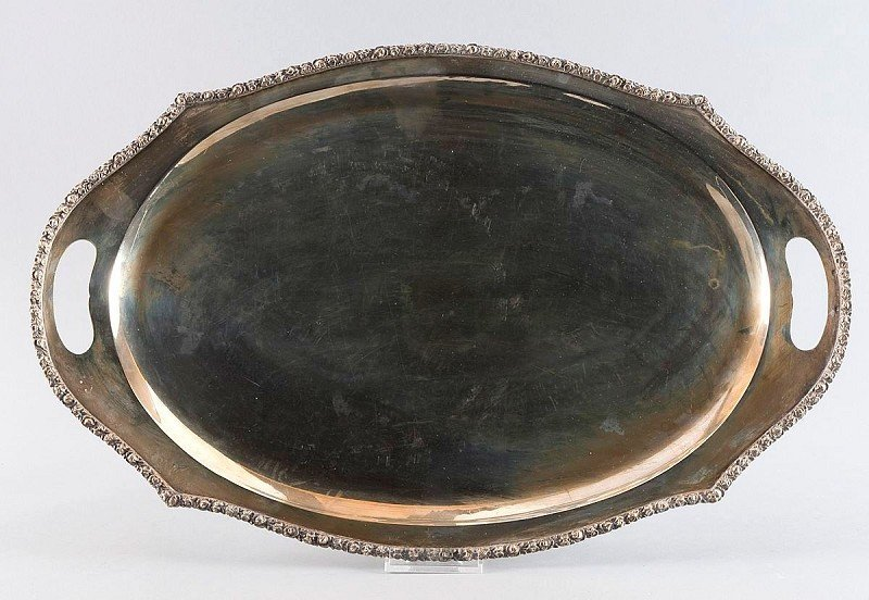 8: Large oval silver tray with integrated handles, silv