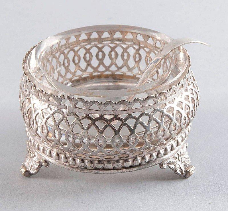 13: Glass Bowls in broken design, standing on three fee