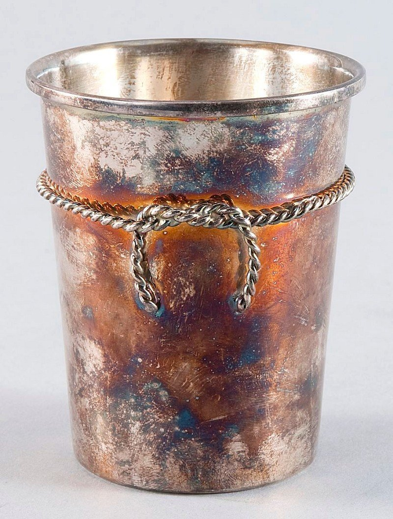 19: Silver cup 800'-silver, with surrounding entwined b