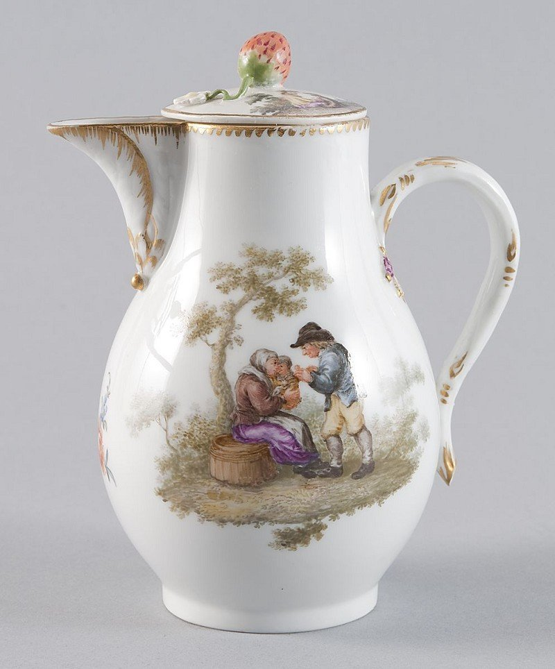 23: Coffeepot, Meissen, with maatching lid, handle in f