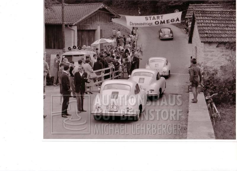 """8: """"3 weisse Porsche auf Tour"""", 1 Aufnahme Originalarch"""